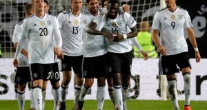 Kaiserslautern (Germany), 08/10/2017.- Germany's Antonio Ruediger (C) celebrates scoring the third goal with his team during the FIFA World Cup 2018 qualifying soccer match between Germany and Azerbaijan in Kaiserslautern, Germany, 08 October 2017. (Mundial de Fútbol, Azerbaiyán, Alemania) EFE/EPA/RONALD WITTEK