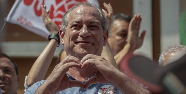Presidential candidate Ciro Gomes for the Democratic Labour Party (PDT), gestures while campaigning in downtown Rio de Janeiro, Brazil on September 12, 2018. (Photo by Mauro Pimentel / AFP)        (Photo credit should read MAURO PIMENTEL/AFP/Getty Images)