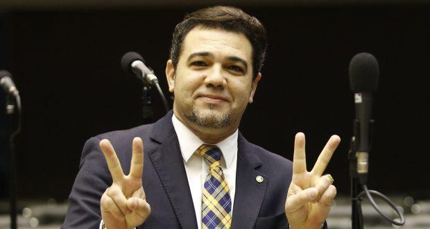 O pastor evangélico Marco Feliciano (PSC), terceiro candidato a deputado federal mais votado em São Paulo, comemora a vitória no plenário da Câmara dos Deputados, em Brasília (DF). - Crédito:DIDA SAMPAIO/ESTADÃO CONTEÚDO/AE/Código imagem:175060