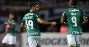 Brazil's Palmeiras player Bruno Henrique (L) celebrates his goal against Colombia's Atletico Junior during their Copa Libertadores football match at Roberto Melendez stadium in Barranquilla, Colombia on March 1, 2018. / AFP PHOTO / Raul Arboleda